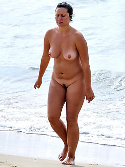 producer mature lady to chum around with annoy fore beach porn