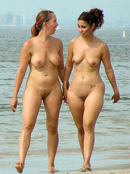 Ladies On The Beach Pics