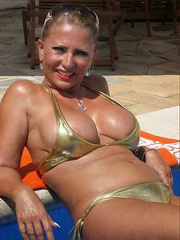 amature mature extremist bikini
