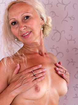 naked blonde gentlemen seduction