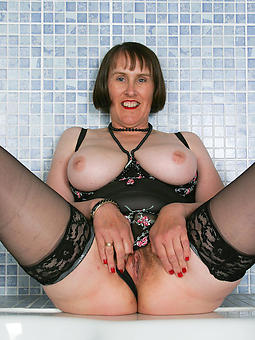 mature busty brunette free nude pics