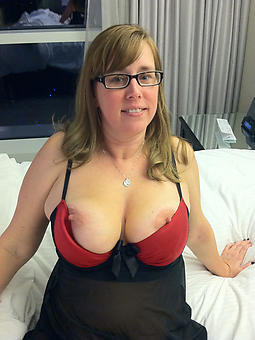 cougar old lady with glasses nude photos