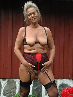 naked grannie amature porn pics