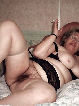 mature hairy pussy spreading amature porn