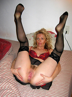 amature mature housewives Bohemian pics