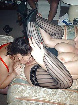 amatuer lesbian mature kissing pictures