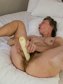 pretty mature gentlefolk masturbating