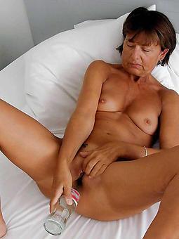 mature lady masterbating porno pics