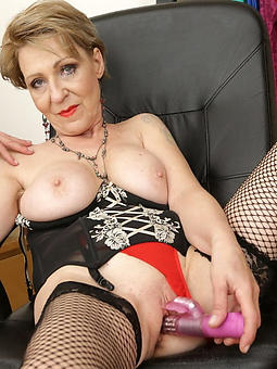 adult wives masturbating free nude pics