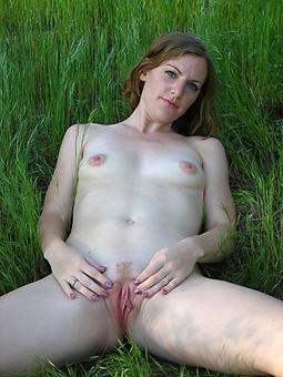 Lady Masturbating Pics