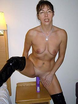 naked mature lady masturbating pic