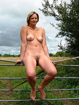 mature open-air pussy stripping