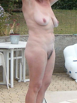 wild  mature open-air pussy pics
