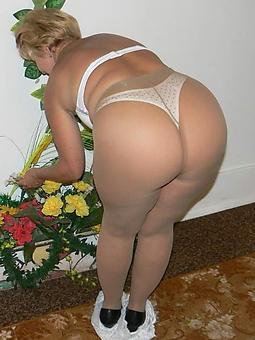 ladies in pantyhose free nude pics