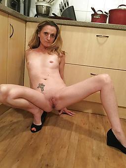 nude skinny gentlefolk stripping
