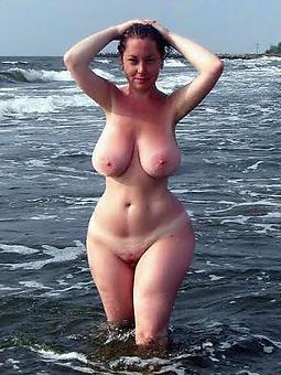 mature curvy women free nude pics