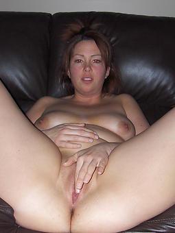 pretty mom masturbates pics