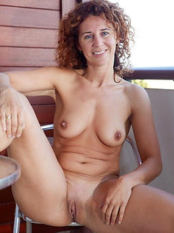 beautiful nude grown up ladies joshing