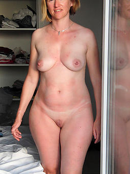 pretty naked moms tease