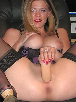 mom masturbates pics