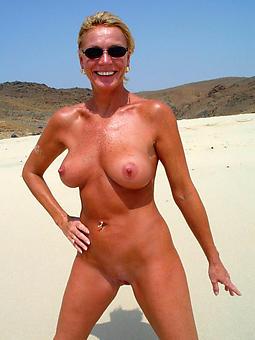 Ladies On The Beach Pics
