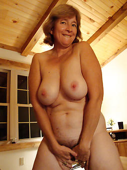 spiffy nude ladies truth or dare pics