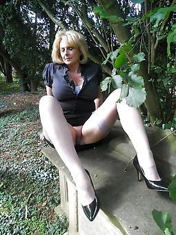 hot mom upskirt stripping