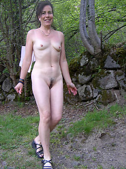 naked moms outdoors seduction