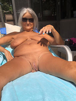 naked strata over 60 hot porn show