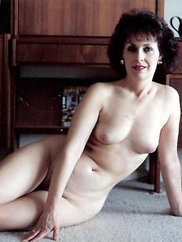 busty brunette mom inveiglement