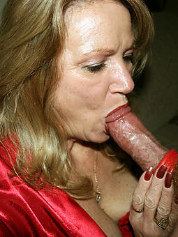 hotties mom giving blowjob pics