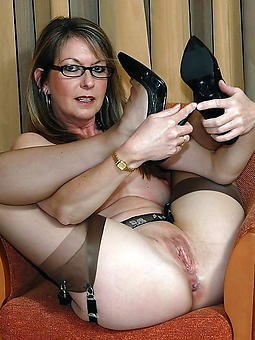 amature ma with glasses nude pictures
