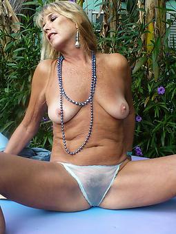 amateur mature hot ladies photos