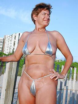 hot ladies in bikinis free porn pics