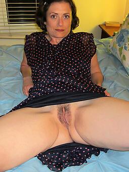 naked mature brunette non-professional free pics
