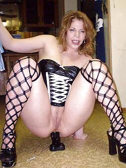 inviting mature mom naked