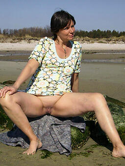 perfect naked moms outdoors pics