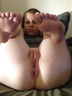 seductive aged lady feet nude gallery