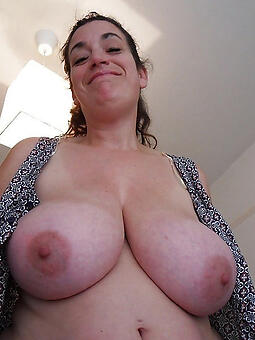 mature women tits nude photo