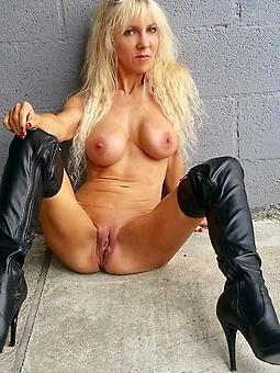 horny comme ci moms free porn pics