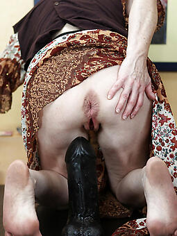 seductive ma masturbates pics