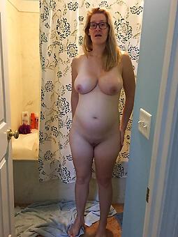 pretty mom with glasses free pics