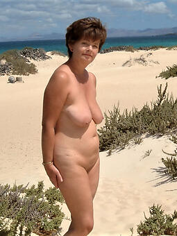 cougar starkers ladies on the beach