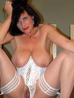 brunette lady free naked pics