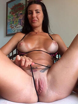 sexy nude shaved ladies stripping