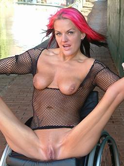 amateur skinny naked gentlefolk porn pic