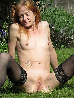 naked small tit mom