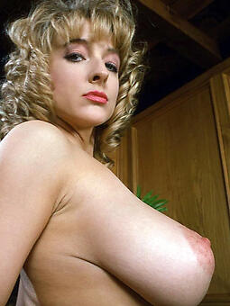 hotties heavy tit mom hot pics