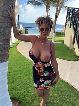taking hot progenitrix boobs photo