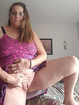 juggs mom showing pussy